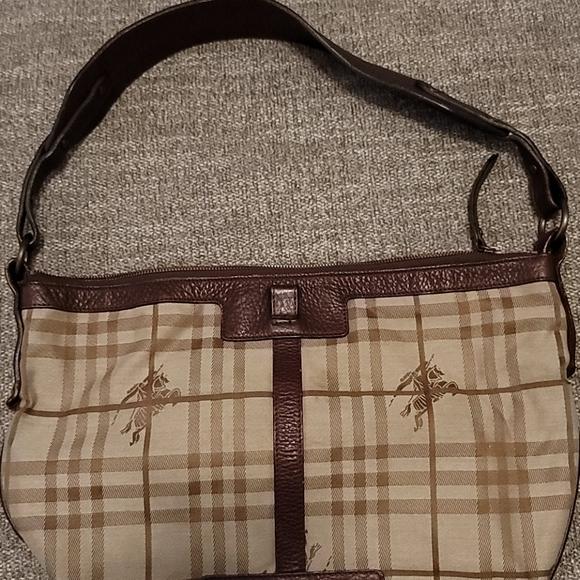 Burberry One-Shoulder Nova Check Shoulder Bag